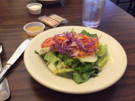Tony's Pizza & Italian Restaurant: Side salad