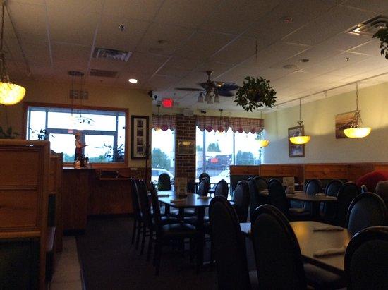 Tony's Pizza & Italian Restaurant: View from back to front