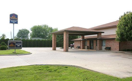 Robinson, IL: Exterior