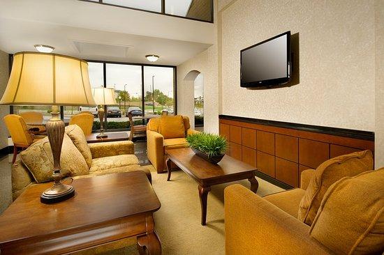 Drury Inn & Suites St. Louis Westport: Lobby