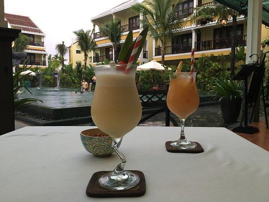La Siesta Hoi An Resort & Spa: good value cocktails during happy hour