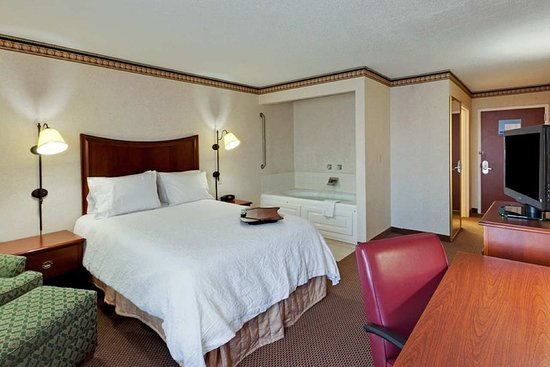 Hampton Inn & Suites Alexandria Old Town Area South: Guest room