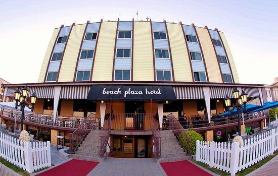 Beach Plaza Hotel: Beach