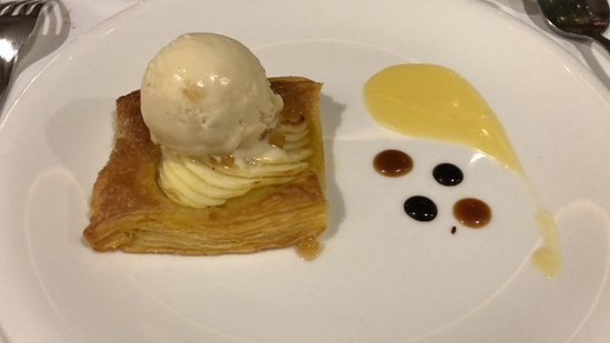 La Fabrica: Apple Tart with Ice Cream