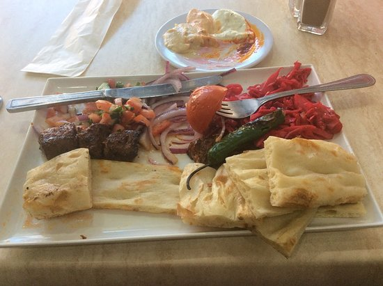 Campbelltown, Australien: Chargrilled lamb plate - exactly the same as what's served in Ankara