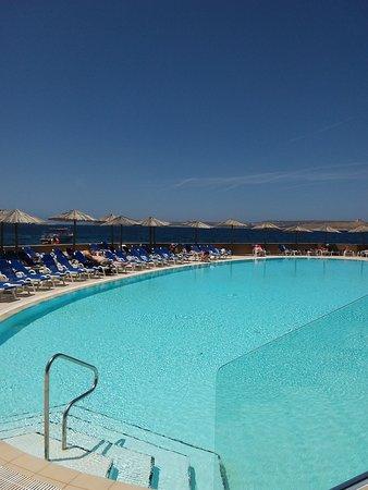 Ramla Bay Resort: Pool area