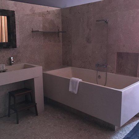 Hotel Disini Image