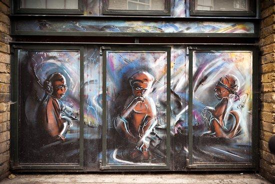 Shoreditch Street Art Tours: 3 monkies