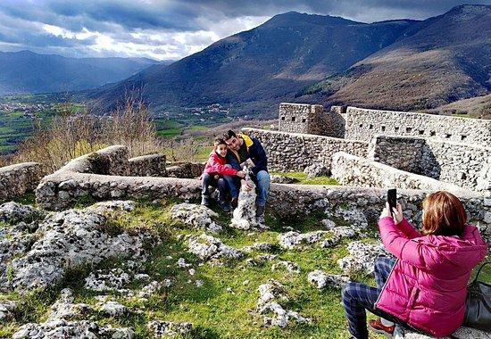 Gioia Sannitica, อิตาลี: Vivere il fascino dei Castelli insieme alla famiglia e agli amici a 4 zampe!Guida Ambientale:Ang