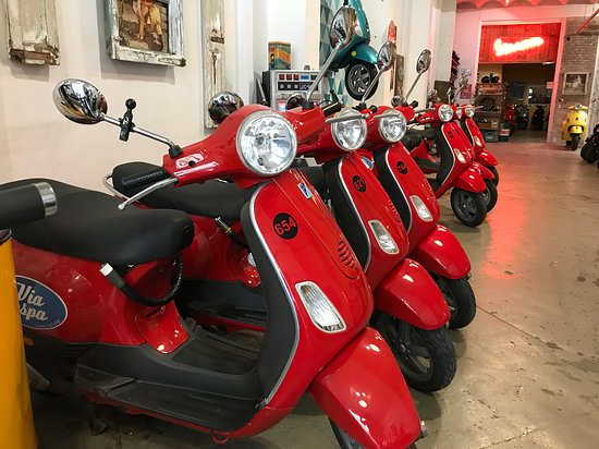 Via Vespa Rent a scooter照片