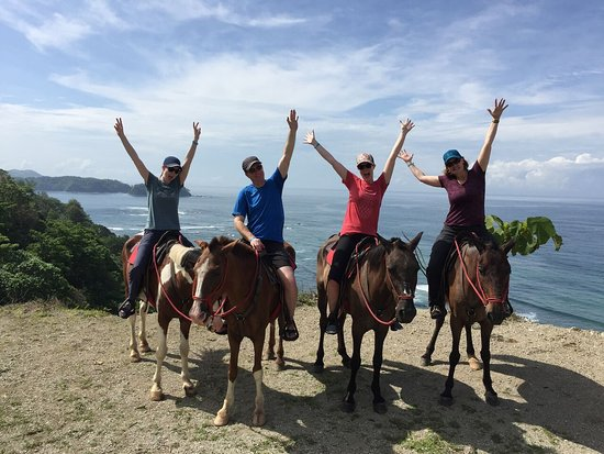 Playa Samara, Costa Rica: Family fun time!