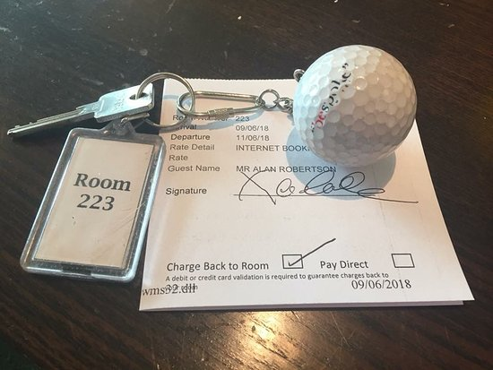 Carnoustie, UK: Golf Ball Keyring 👌