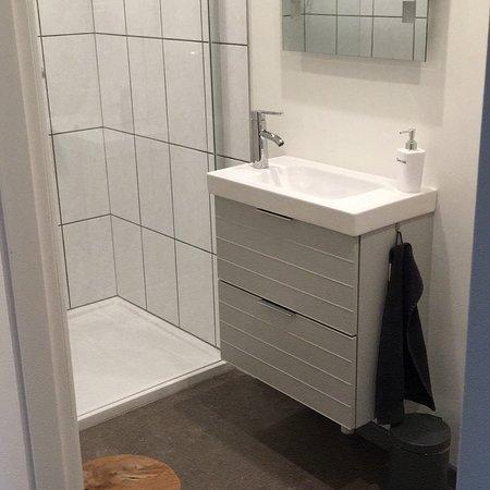 Eys, The Netherlands: Kamer (3 persoons) de zonnebloem met eigen badkamer en toilet