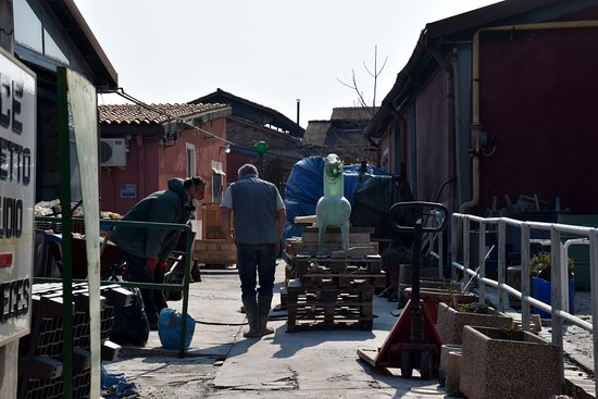 Murano, Italia: Entrance to the factory area