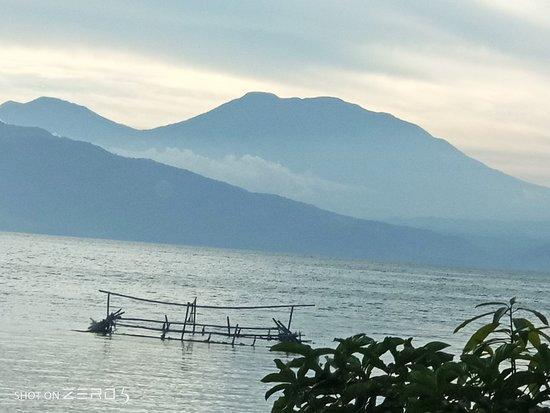 Solok, อินโดนีเซีย: Sore di danau singkarak