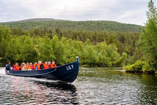 Paltto Elämysretket: jokiveneretket Lily-veneillä Lemmenjoen kansallispuistoon