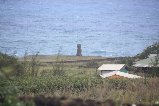 Hotel Altiplanico: We saw our first moai during lunch at the hotel