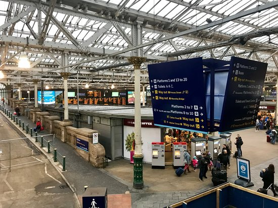 Edinburgh Waverley Station照片