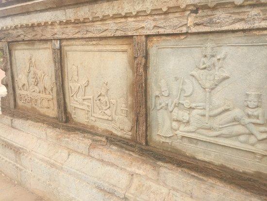 Chaurasi Khambon ki Chhatri: Relief