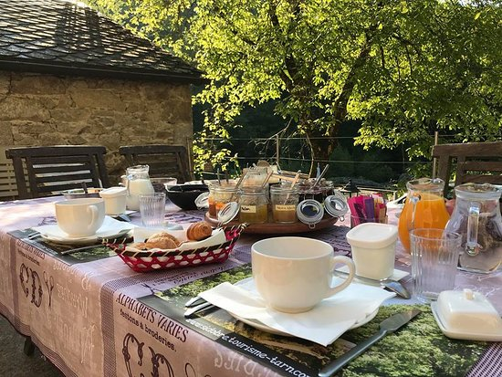 Le Bez, France: Petit déjeuner en Chambre d'hôte