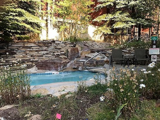 Grand Timber Lodge: Outdoor hot tub