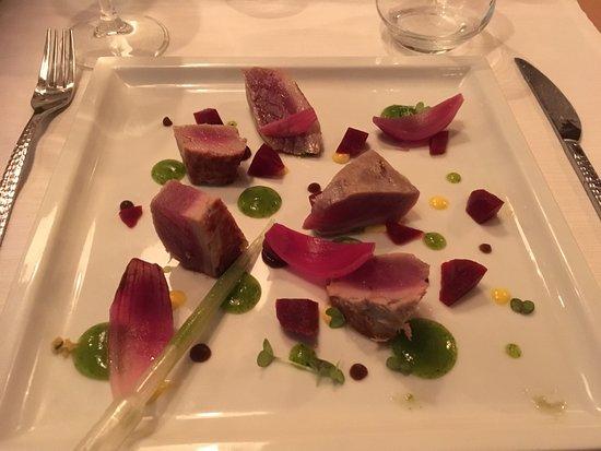 All'Origine: Tartare di tonno con coulis di mango, maracuja e aria di prezzemolo