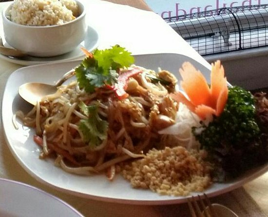 Thailand No. 1: Chicken and vegetables noodles
