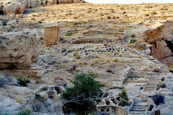 Bushehr, Iran: Unconfirmed graves above Siraf