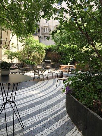 Novotel Paris Les Halles: Garden back yard
