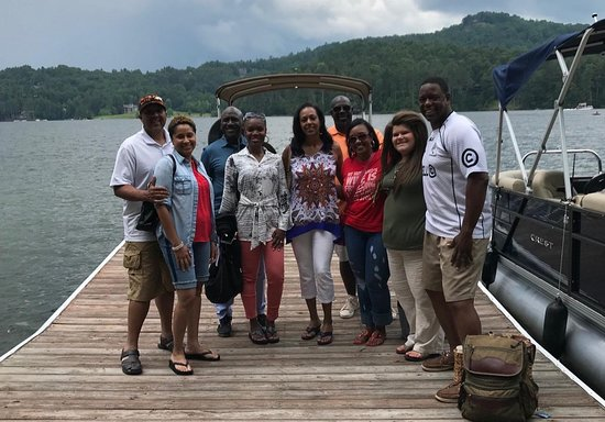 Glenville, Carolina do Norte: Couples Boat Outing with Taylor
