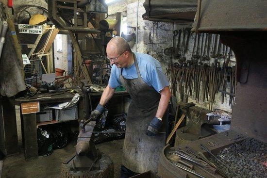 Long Hanborough, UK: Me, hammering the hot metal.