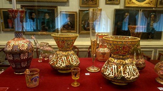 Yegoryevsk History and Art Museum: Фрагмент экспозиции предметов из стекла