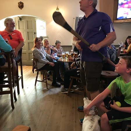 Malzards Pub : Incredible afternoon of friends, hurling and cold Guinness