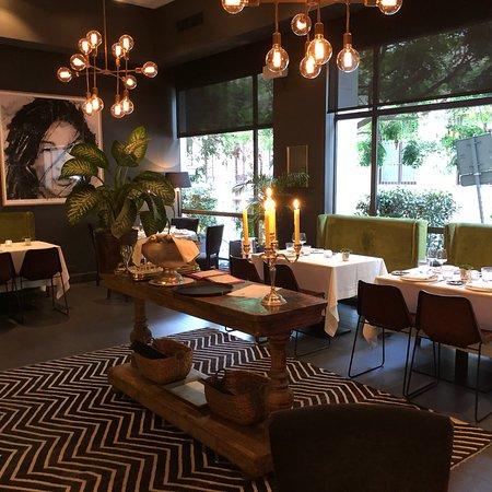 City Bar & Restaurant