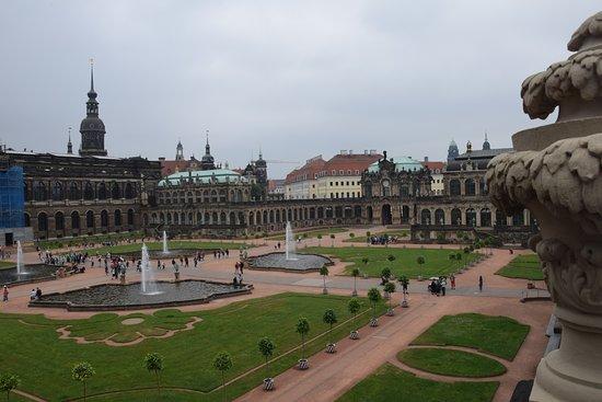 Цвингер: Zwinger Palace