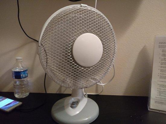 """Slina Hotel : Este es el """"aire acondicionado"""" que hay en las habitaciones"""