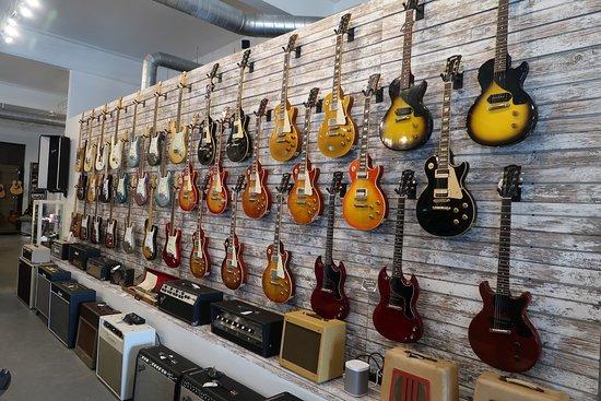 Walt Grace Vintage: guitars