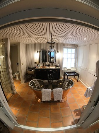 Akademie Street Boutique Hotel : Oortuiging Suite A Bath