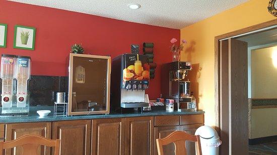 McGregor, Minnesota: breakfast room