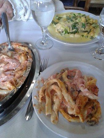 Buenos Aires, PE: Fuchiles al fierrito con salsa gran caruso y Pechugas rellenas con salsa de verdeo