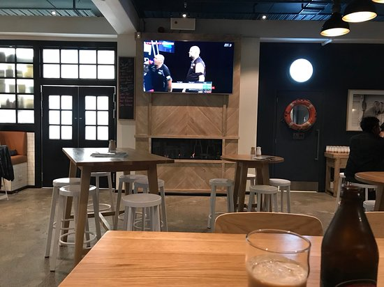 Shoreward Bar & Kitchen: Screen area
