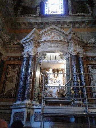 Santa Maria della Vittoria: More of the lavish interior...