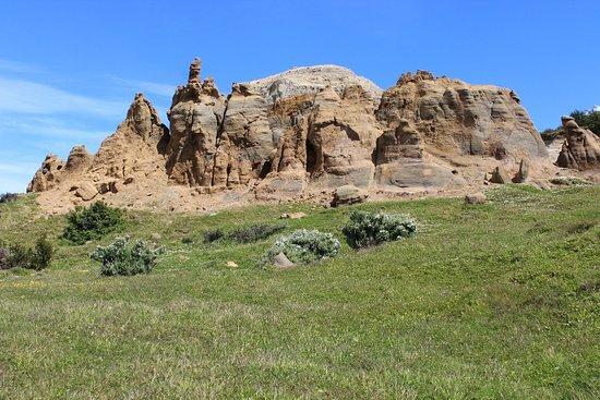 Magallanes Region, Chile: Conjunto de rocas sedimentarias erosionado por acción natural