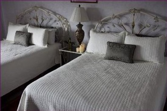The Purple Orchid Wine Country & Spa: Guest room