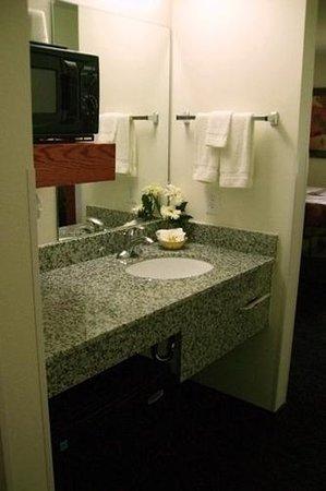 Low Moor, VA: Guest room