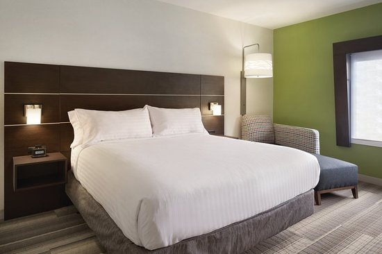Holiday Inn Express Knoxville Strawberry Plains: Guest room