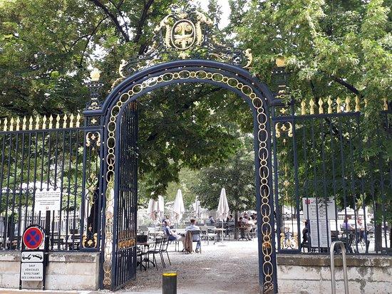 Jardins de la Fontaine: etrance to the garden