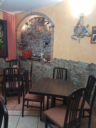 Mongiuffi Melia, Itálie: Bar La Pergola