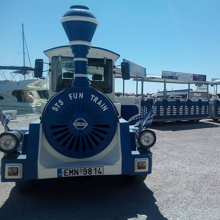 Perissa, Grecja: Santorini Train