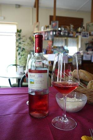 Merana, Italien: flesje sparkling wine,voor maar 3 Euro